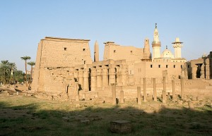 1024px-Луксор, _Luxor_Temple, _south_west_view, _Egypt, _Oct_2004